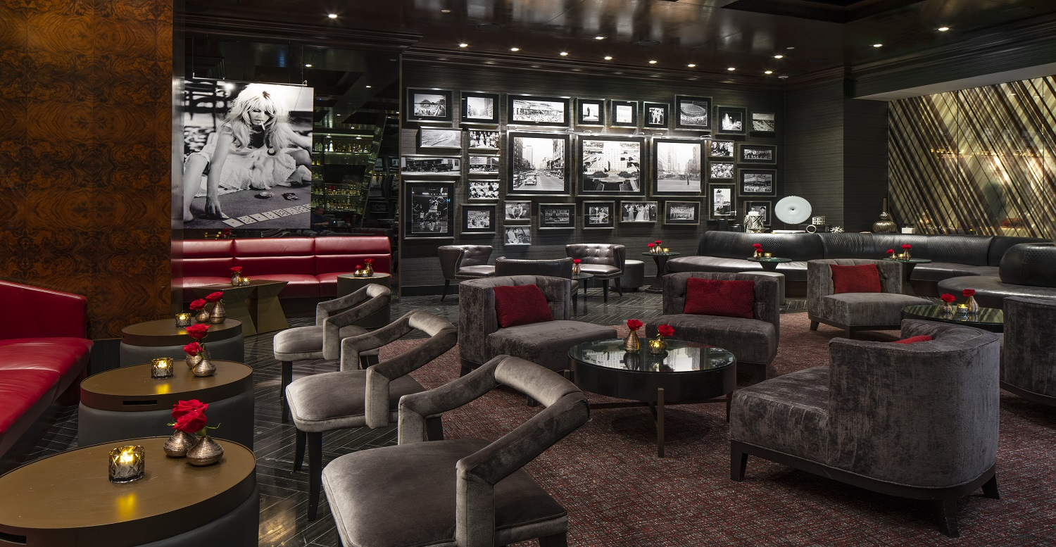 H bar in The Post Oak Hotel main lobby